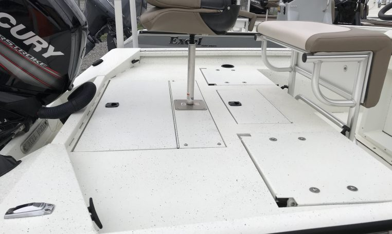 Excel 18' Aluminum Bay Boat Rear Deck